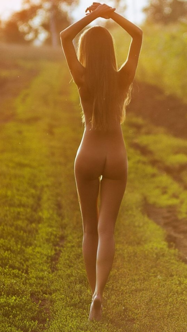 blonde beauty nude in the sun